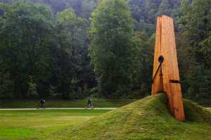 Claes Oldenburg - Giant clothespin