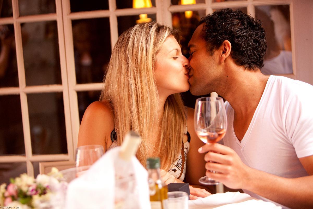 романтический вечер со зрелой женщиной открывали, из-за